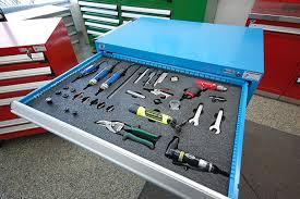 un garagiste doit s'équiper d'un coffre à outils pro pour un bon rangement et une organisation utile